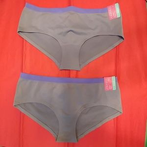 2 Xhilaration Women's Seamless Hipsters S (4-6)
